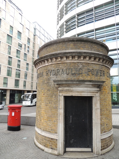 1920s-entrance-to-the-second-oldest-thames-tunnel