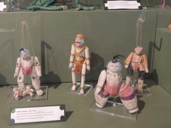 Pebble puppets